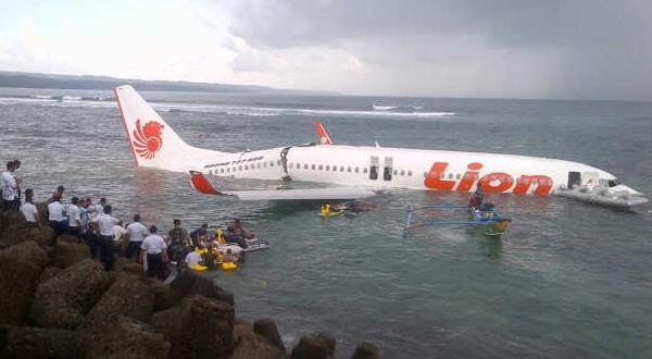 pesawat indonesia jatuh