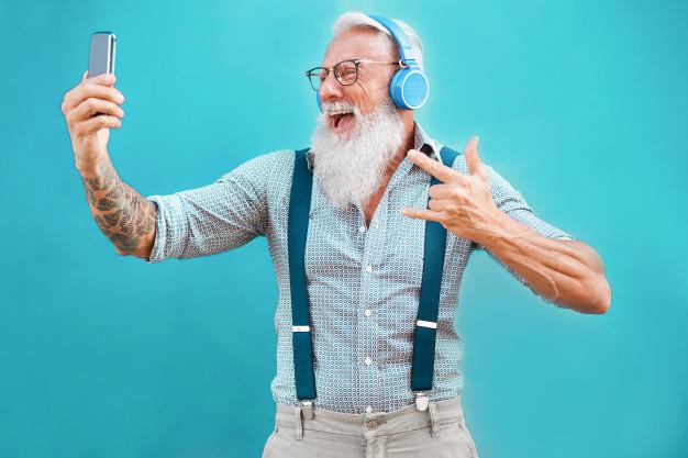 bahagia menikmati musik