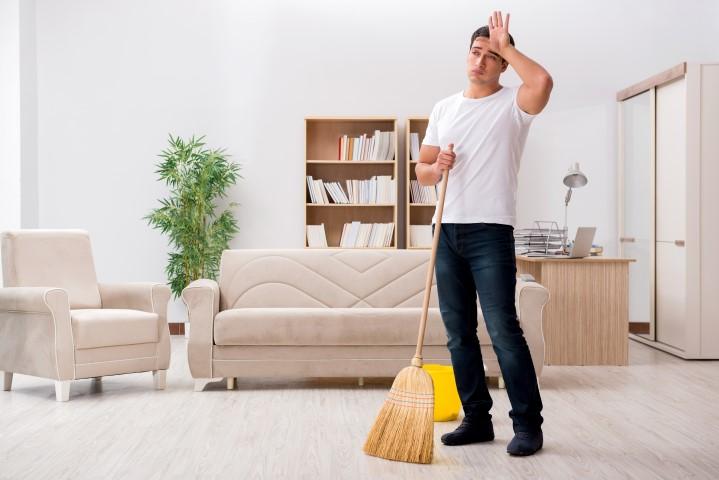 suami membantu pekerjaan rumah tangga